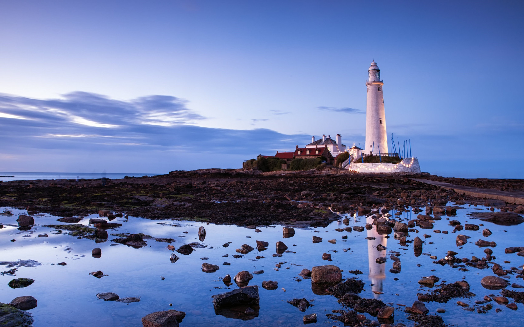 Saint Mary's lighthouse wallpaper 1680x1050