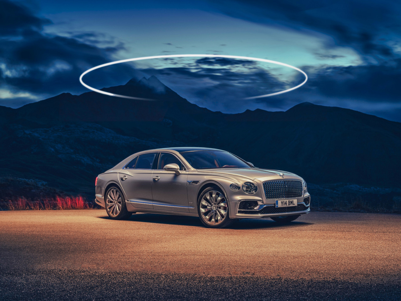 Bentley Flying Spur wallpaper 1280x960