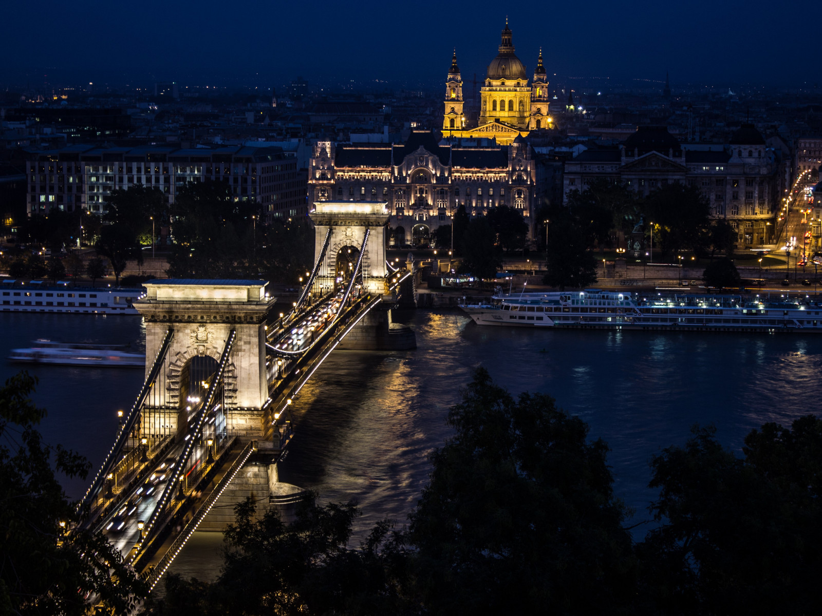 Budapest by Night wallpaper 1600x1200