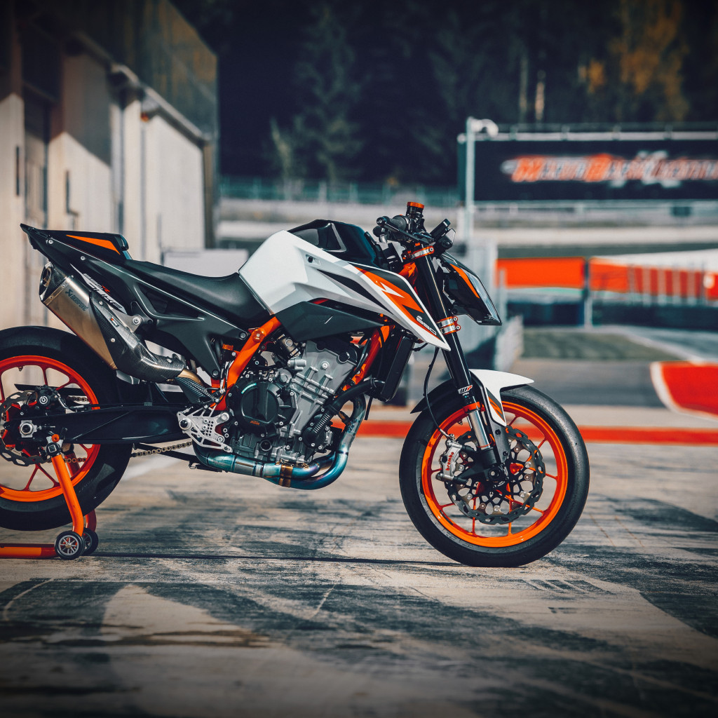 KTM 890 Duke R wallpaper 1024x1024