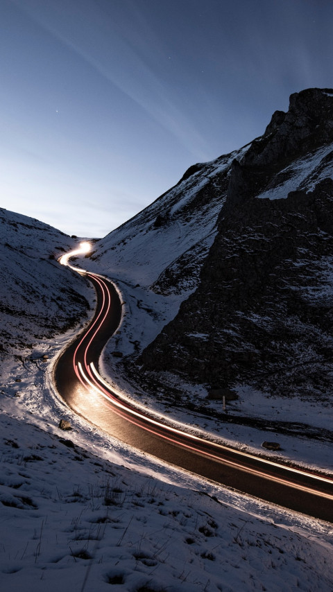 Car lights on Winnats Pass wallpaper 480x854