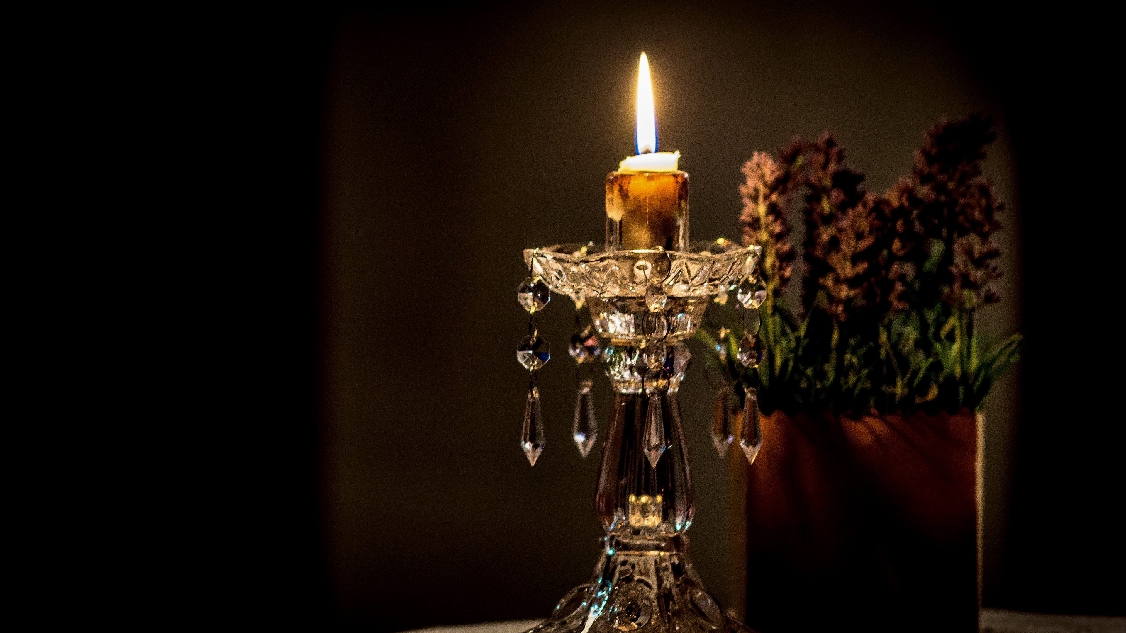 Candlestick and lavander wallpaper 3840x2160