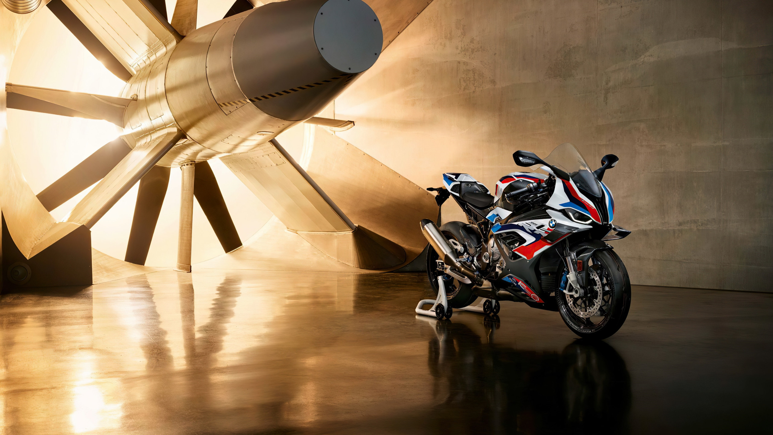 BMW M1000RR wallpaper 2560x1440